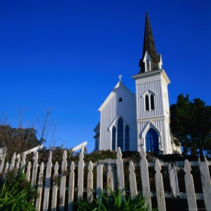 wes-walker-town-church-in-morning-with-picket-fence-in-front-mendocino-usa