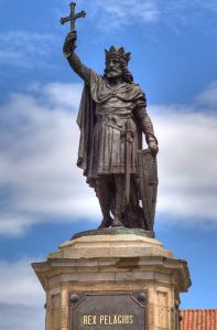 Don-Pelayo-estatua-em-Gijon